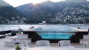Εντυπωσιακές εικόνες από το πλωτό παλάτι που «έδεσε» στη Μύκονο! (video)