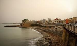 Καιρός: Mεγάλη Παρασκευή με σκόνη - Σε ποιες περιοχές θα σημειωθούν βρόχες και καταιγίδες