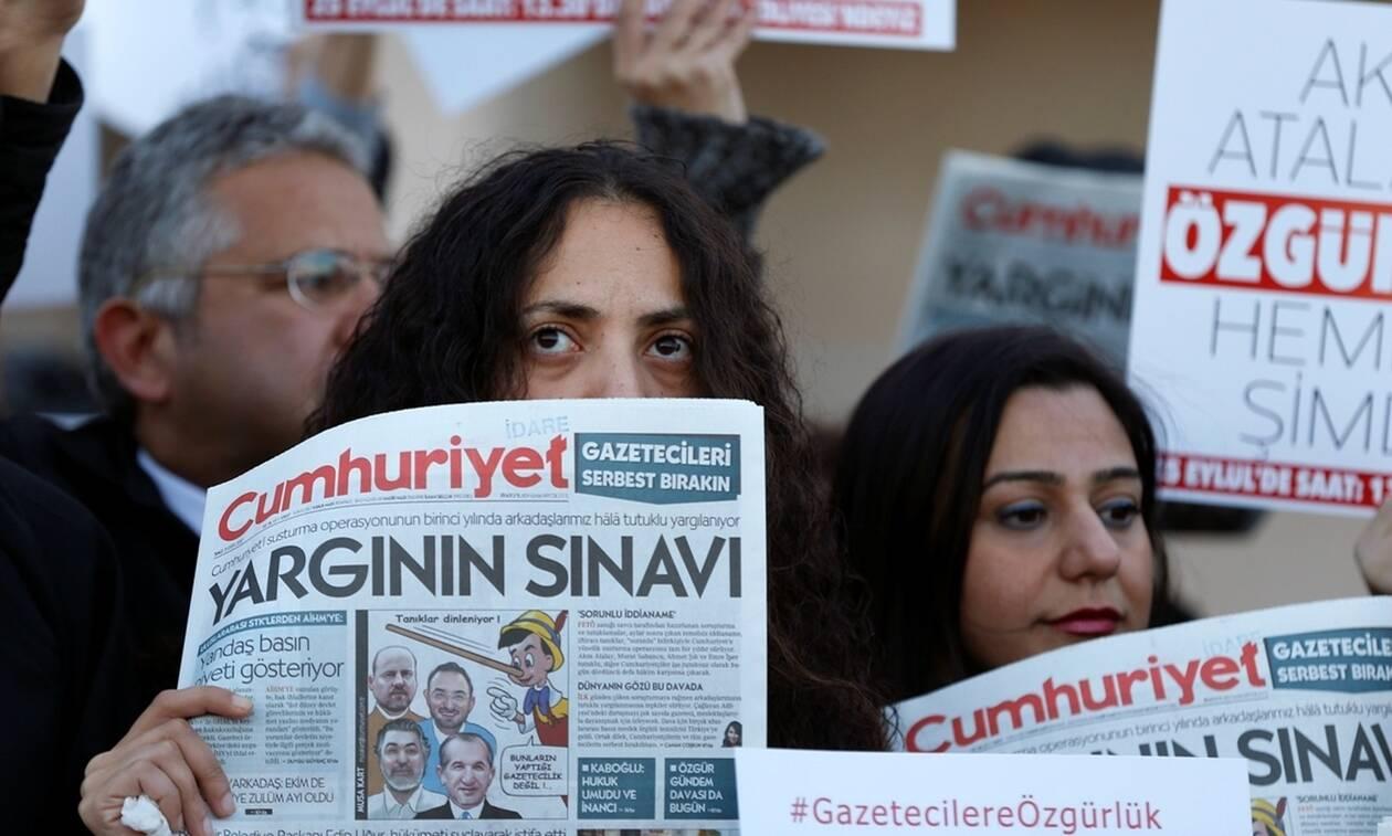Τουρκία: Στη φυλακή επέστρεψαν έξι στελέχη της Cumhuriyet για να εκτίσουν τις ποινές τους