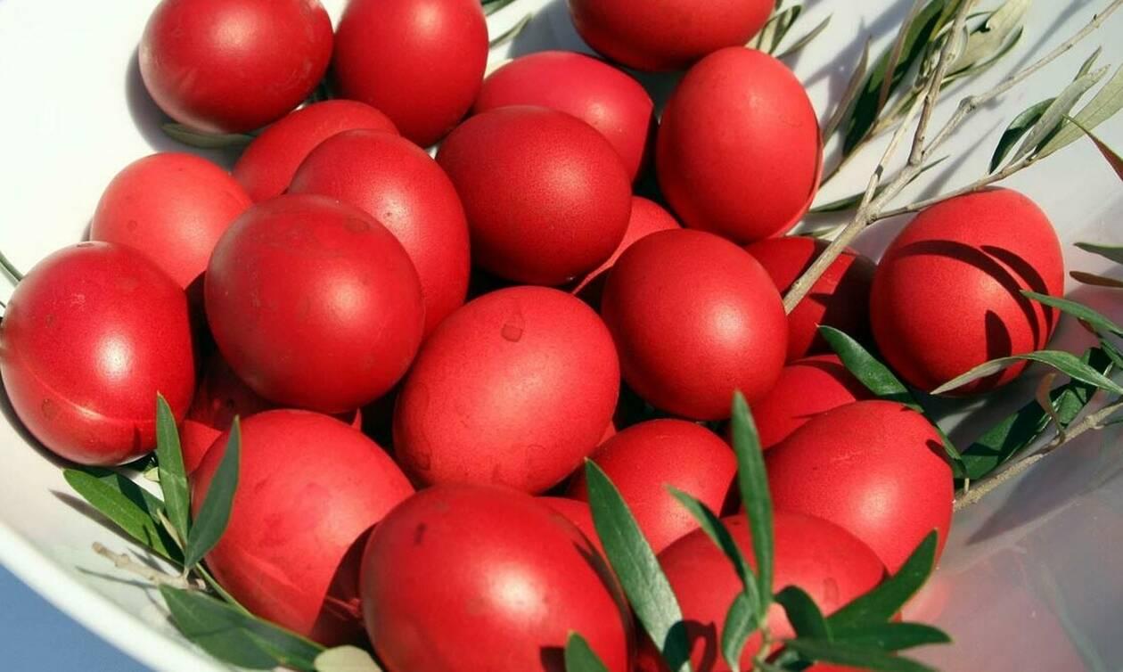 Πάσχα 2019: Γιατί τσουγκρίζουμε αυγά;