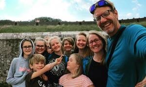 Μια 7μελής οικογένεια έζησε έναν χρόνο σε σκάφος