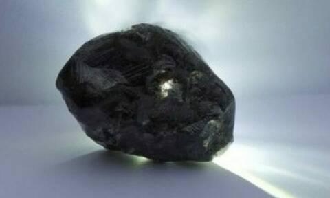 Βρέθηκε το δεύτερο μεγαλύτερο άκοπο διαμάντι στην ιστορία και είναι 1.715 καράτια (pics)