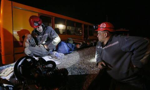 Τραγωδία στην Ουκρανία: Πέντε νεκροί και δώδεκα αγνοούμενοι από έκρηξη σε ανθρακωρυχείο (pics)