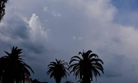 Καιρός - Μεγάλο Σάββατο: Με βροχές και καταιγίδες η Ανάσταση - Σε υψηλά επίπεδα η θερμοκρασία