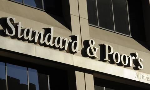 Standard & Poor's: Επιβεβαίωσε το μακροπρόθεσμο αξιόχρεο της Ελλάδας Β+ με θετική προοπτική