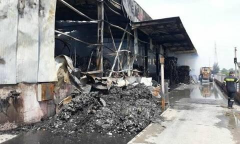 Θεσσαλονίκη: Ολοκληρωτική η καταστροφή του εργοστασίου που παραδόθηκε στις φλόγες στη Σίνδο (pics)