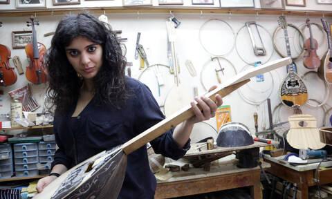 Η πρώτη γυναίκα οργανοποιός στην Ελλάδα αποκαλύπτει τα μυστικά της στο Newsbomb.gr (pics+vid)