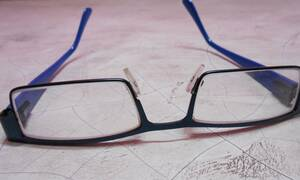 «Έξυπνα γυαλιά» για ηλικιωμένους εργαζόμενους με προβλήματα όρασης