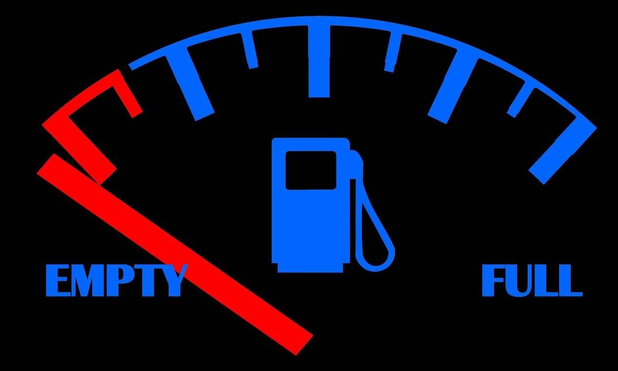 Πόσα χιλιόμετρα μπορείτε να κάνετε με λαμπάκι για το καύσιμο;
