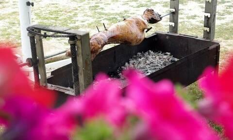 Βόλος: «Μαύρο» Πάσχα - Έπεσε νεκρός δίπλα από την σούβλα