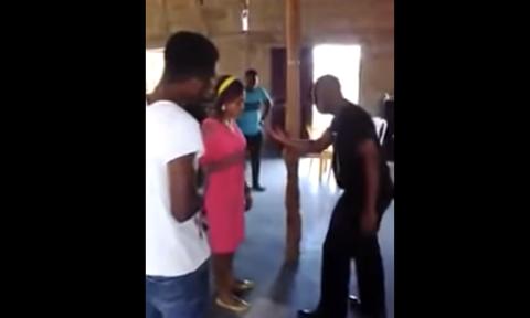 Ιερέας κάνει εξορκισμούς σε γυναίκες φιλώντας τες στο στόμα (video)