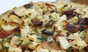 Η συνταγή της ημέρας: Τάρτα με καπνιστή γαλοπούλα, ντοματίνια και ανθότυρο