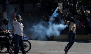 Βενεζουέλα: Αξιωματικός του στρατού τραυματίστηκε από σφαίρα - Αγριεύει η κατάσταση