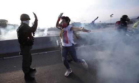 Χάος στη Βενεζουέλα: Οι ΗΠΑ στηρίζουν τον λαό