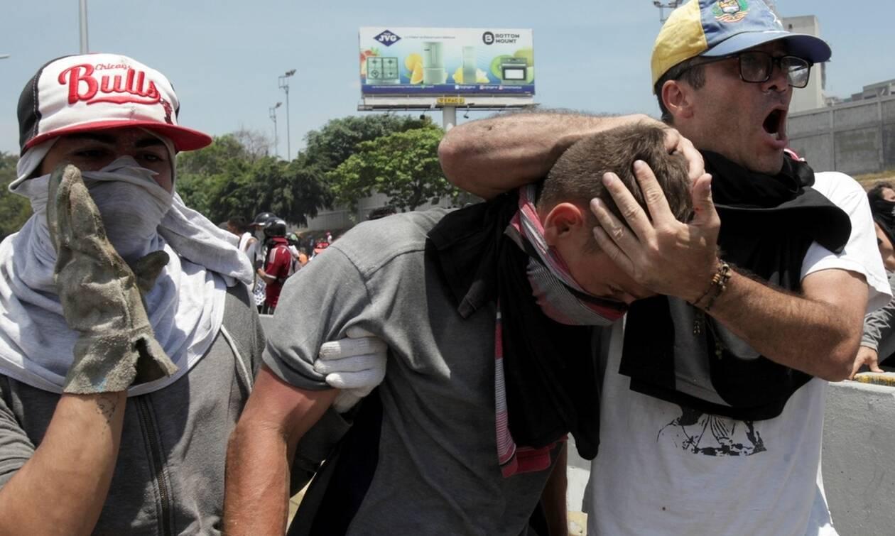 Βενεζουέλα: Δεκάδες τραυματίες στις συγκρούσεις στο Καράκας
