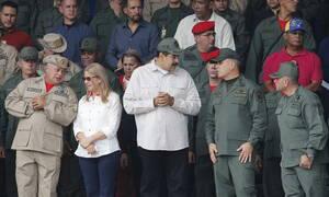 Βενεζουέλα: Ο Μαδούρο εμφανίστηκε σε τηλεοπτική εκπομπή μαζί με τον υπουργό Άμυνας