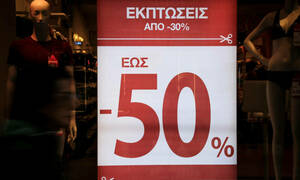 Ενδιάμεσες εκπτώσεις 2019: Πότε ξεκινούν και ποια Κυριακή θα είναι ανοικτά τα καταστήματα
