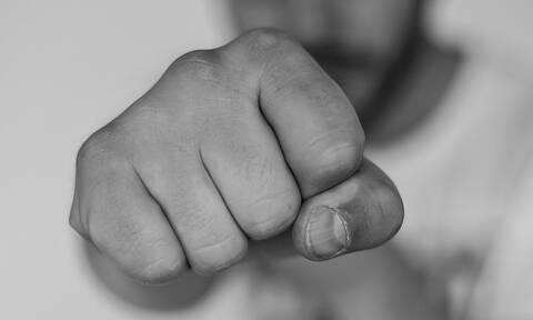 Αλεξανδρούπολη: «Νταής» ιδιοκτήτης καφετέριας ξυλοκόπησε ελεγκτή της ΑΑΔΕ