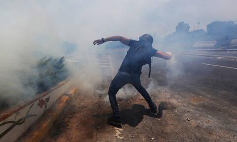 Χάος και αιματηρές συγκρούσεις στη Βενεζουέλα: Μία νεκρή σε διαδήλωση κατά του Μαδούρο (pics+vid)