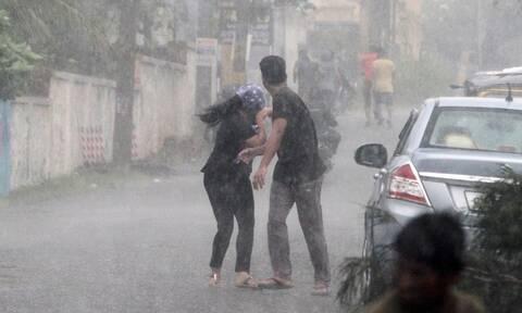 Συναγερμός στην Ινδία: 800.000 άνθρωποι εγκαταλείπουν τα σπίτια τους λόγω του κυκλώνα Φάνι