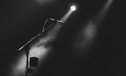 Αγωνία για διάσημο τραγουδιστή: Η άνιση μάχη με τον καρκίνο (pics)