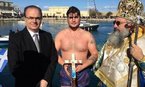 Τραγικό παιχνίδι της μοίρας: Ο 21χρονος που σκοτώθηκε στην Κρήτη είχε πιάσει το σταυρό στα Θεοφάνεια