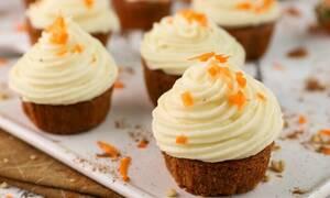 Η συνταγή της ημέρας: Carrot cake cupcakes
