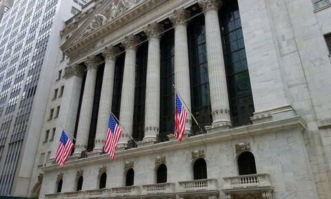 Νέες απώλειες στους δείκτες της Wall Street και στην τιμή του πετρελαίου