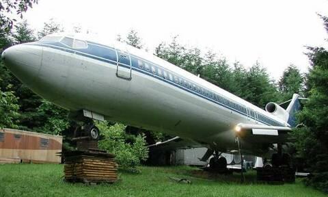 Αγόρασε ένα αεροπλάνο της Ολυμπιακής Αεροπορίας και το πήγε στο δάσος! Δεν φαντάζεστε τι το έκανε...