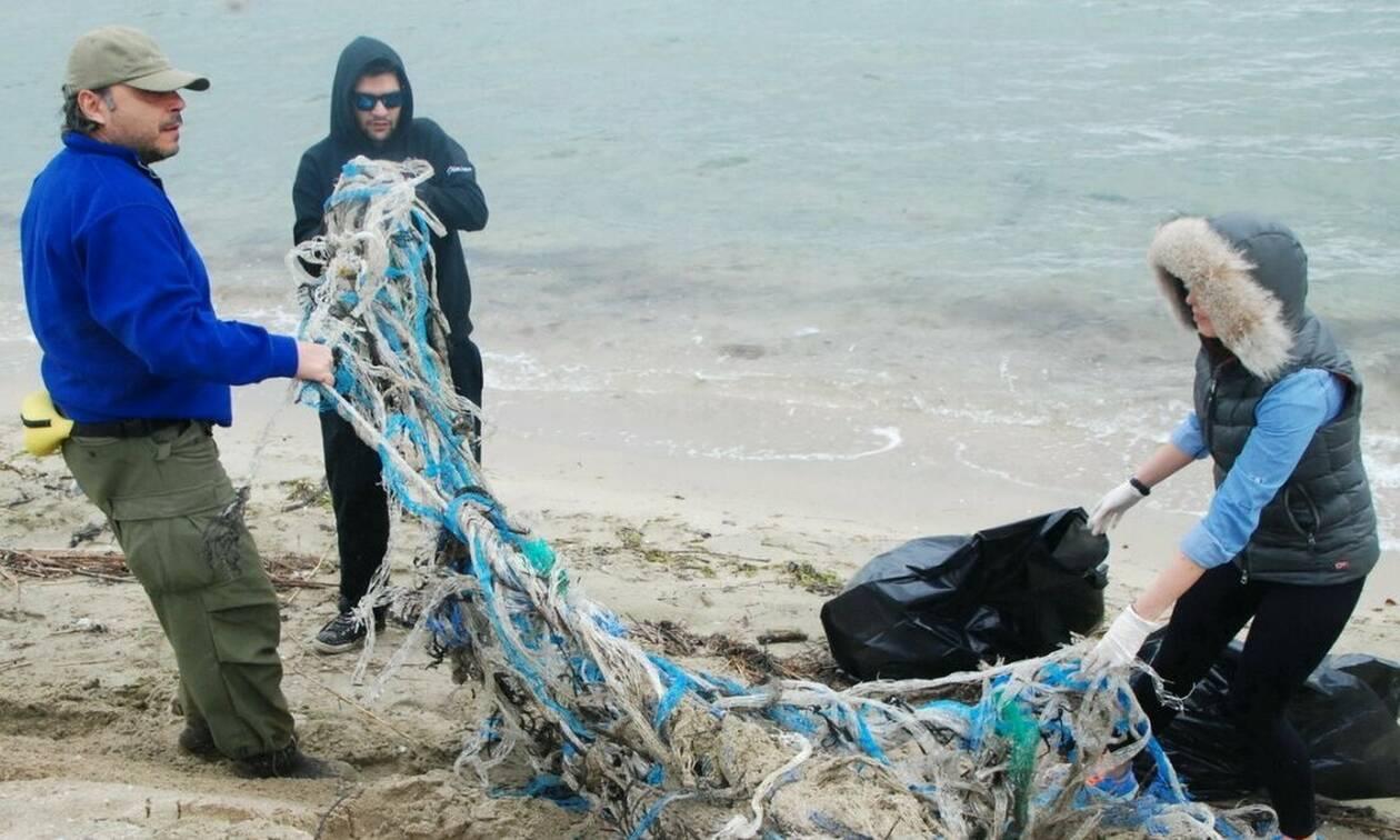 Θερμαϊκός: Έπαθαν ΣΟΚ με αυτό που έβγαλαν από τη θάλασσα