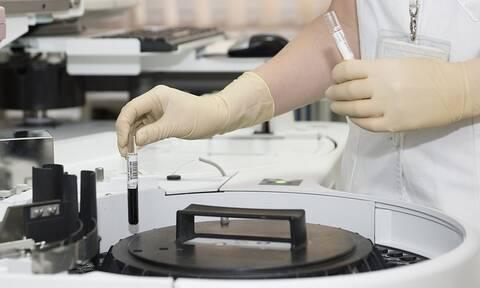 ΣΟΚ: Γιατρός μόλυνε με τον ιό του HIV 90 ανθρώπους