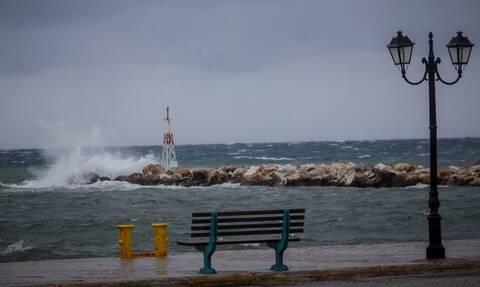 Η ΕΜΥ προειδοποιεί: Ραγδαία επιδείνωση με βροχές, ανέμους και χαλάζι τις επόμενες ώρες