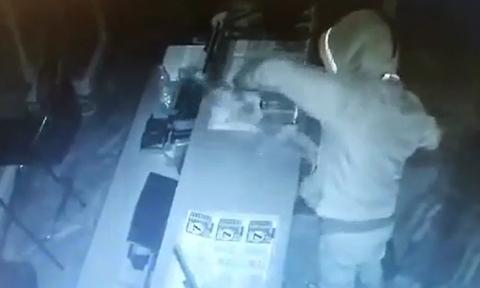 Κλέφτης τζογαδόρος: Άρπαξε λαχεία και ξυστά και άφησε... ανέπαφα τα ταμεία