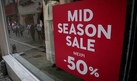 Ενδιάμεσες εκπτώσεις: Ανοιχτά σήμερα τα καταστήματα - Ποιες ώρες θα λειτουργήσουν