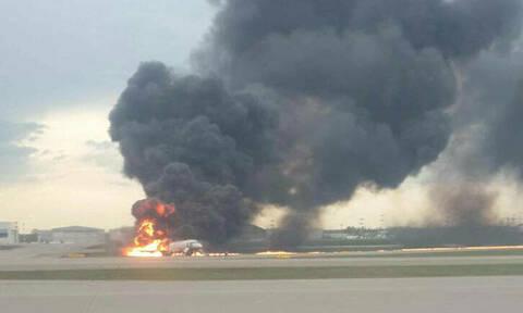 Συναγερμός στη Μόσχα: Αεροπλάνο τυλίχθηκε στις φλόγες - Αναφορές για πολλούς τραυματίες (pic)