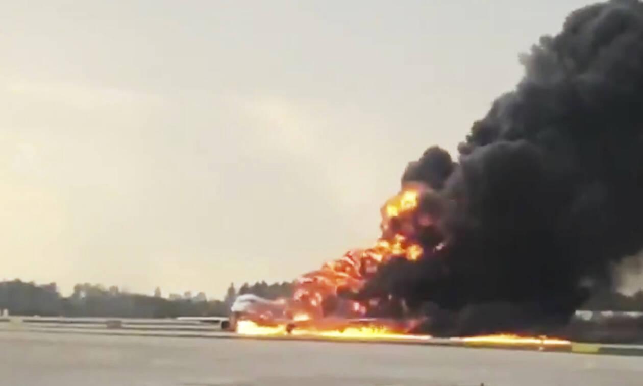 Τραγωδία στη Μόσχα: Σοκαριστικό βίντεο από το εσωτερικό του φλεγόμενου αεροσκάφους (vid)