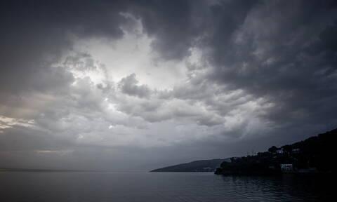 Καιρός τώρα: Πτώση της θερμοκρασίας τη Δευτέρα - Βροχές και καταιγίδες μέχρι την Τρίτη (pics)