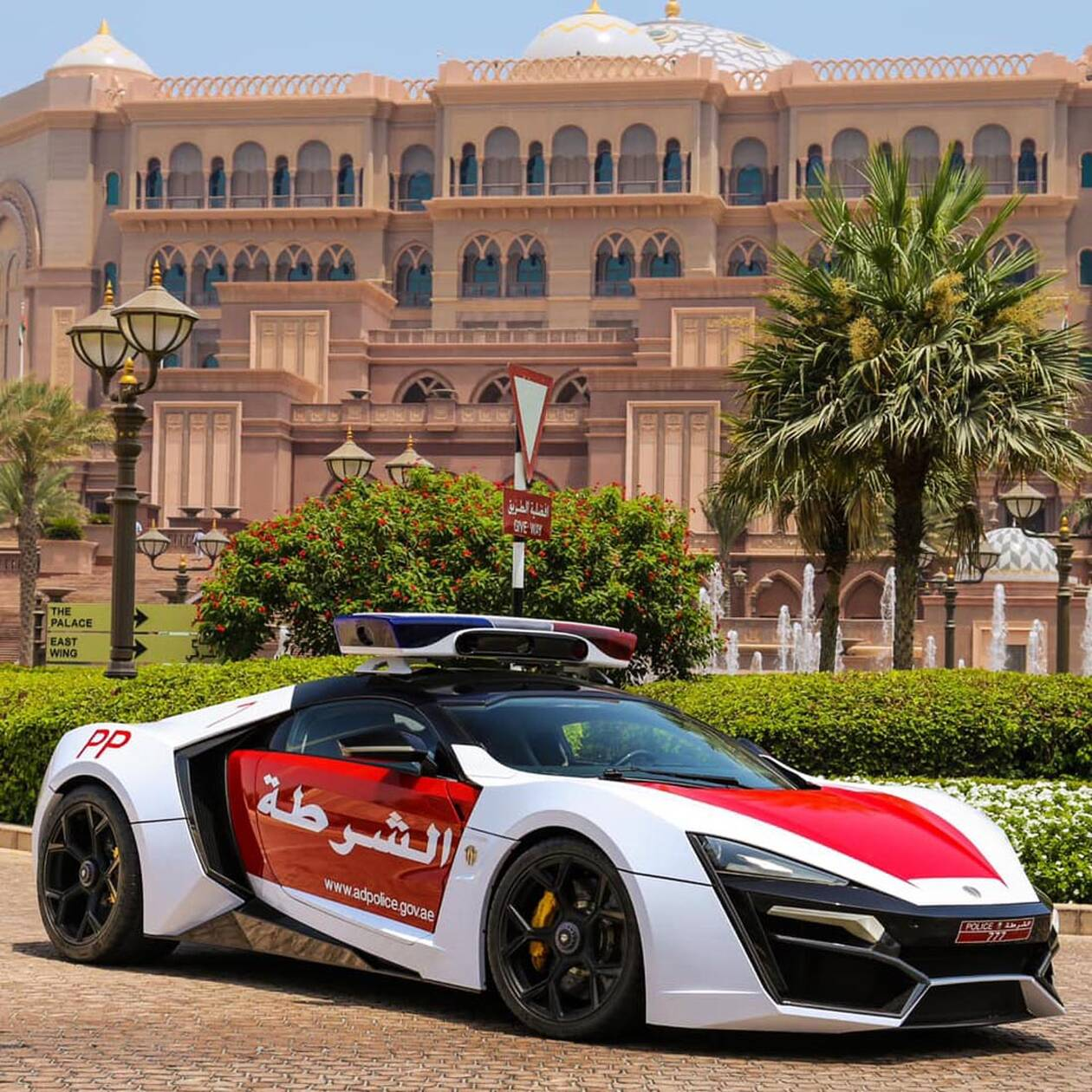 LYKAN-HYPERSPORT-POLICE-CAR-1.jpg