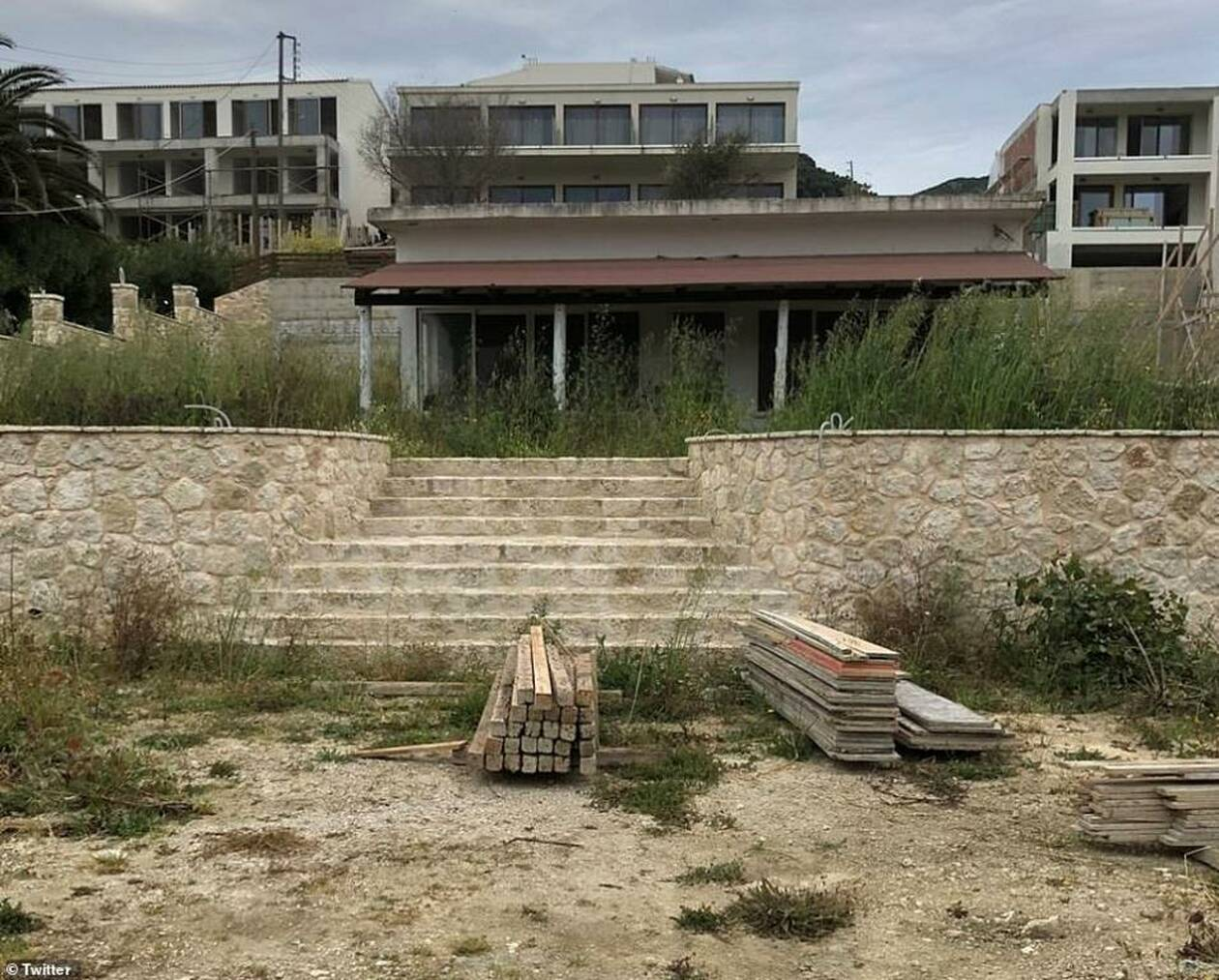 13143650-6996891-One_of_the_resort_s_many_unfinished_building_sites_surrounding_t-a-105_1557149405479.jpg
