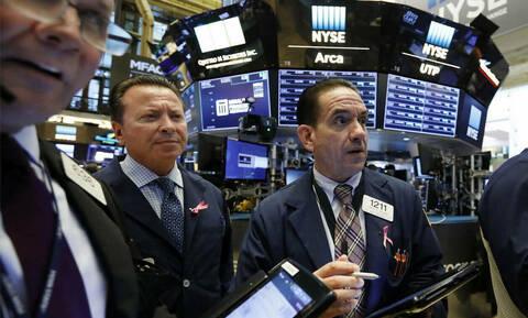O εμπορικός πόλεμος έφερε πτώση στη Wall Street - Άνοδος για το πετρέλαιο