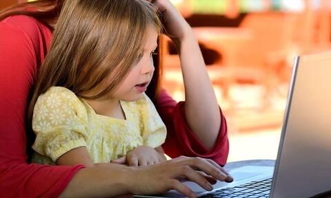 Είστε εργαζόμενη μητέρα; Δείτε αν δικαιούστε το ειδικό βοήθημα του ΟΑΕΔ