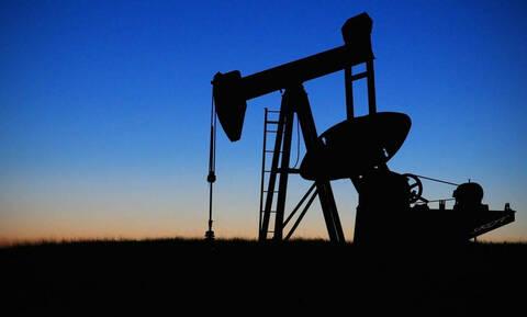 Μεγάλη πτώση στη Wall Street - Υποχώρησαν οι τιμές του πετρελαίου