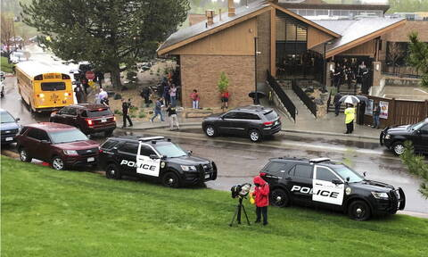 Κολοράντο: Ένας νεκρός και οχτώ τραυματίες από ένοπλη επίθεση δύο μαθητών σε λύκειο στο Ντένβερ