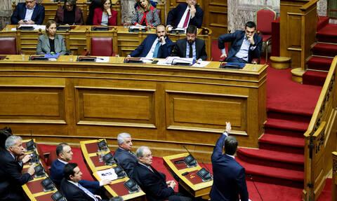 Ψήφος εμπιστοσύνης: Σύγκρουση κορυφής και προεκλογικό debate στη Βουλή