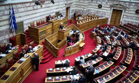 Σύρραξη στη Βουλή με το «καλημέρα»: Εκνευρισμός για τις 120 δόσεις