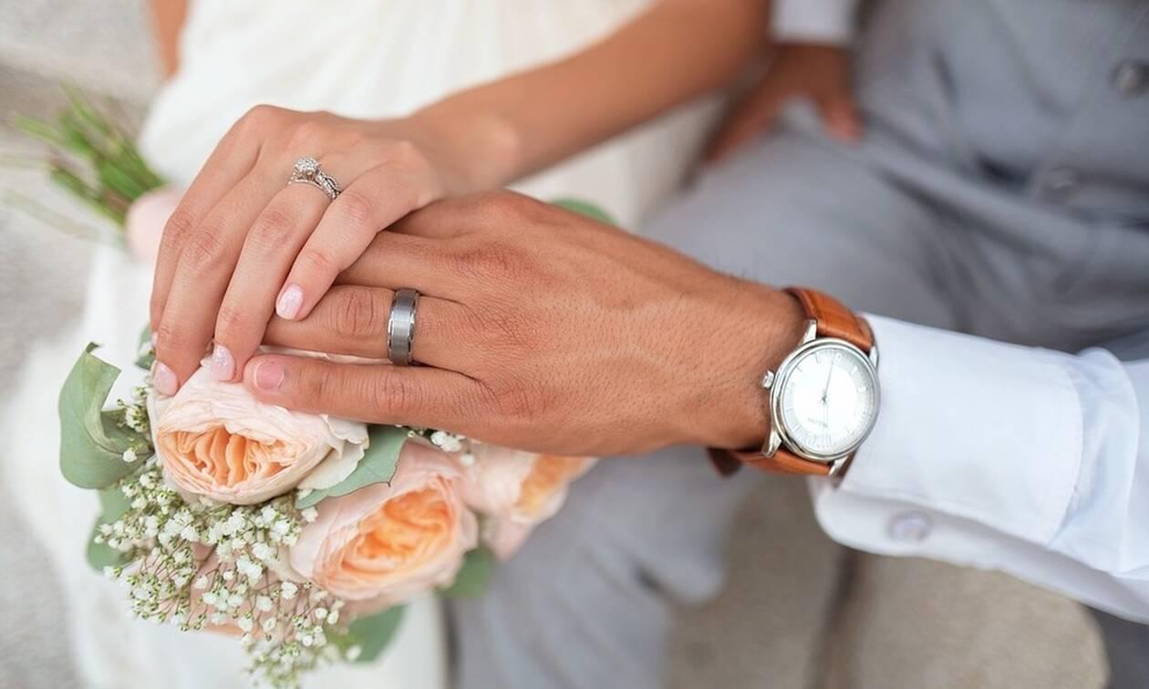 Αυτός είναι ο πασίγνωστος ηθοποιός που μοίρασε το προσκλητήριο του γάμου του στα social media (pics)
