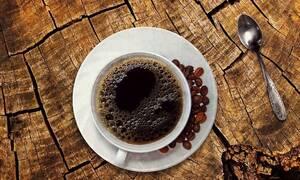 «Πικρό» ποτήρι: Πόσο θα κοστίζουν καφές, αναψυκτικά και χυμοί μετά τη μείωση του ΦΠΑ