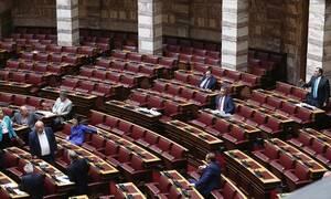 Ψήφος εμπιστοσύνης: Live η συζήτηση στη Βουλή – Το βράδυ η ψηφοφορία