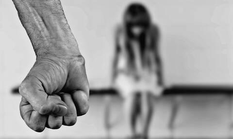 Φρίκη στην Ηλεία: 16χρονη βιαζόταν επί 3 χρόνια από τον θείο και τον αδερφό της