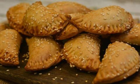 Η συνταγή της ημέρας: Πιτάκια με κιμά και φέτα